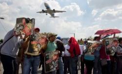 ม็อบครูเม็กซิโกปิดทางเข้า-ออกสนามบิน ต้านปฏิรูปการศึกษา