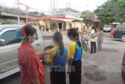 รถตู้ฉุดเด็กนร.หญิงวัย 12 ขี่จักรยานไปรร. น้องเห็นเข้าช่วยยื้อกันจนเสื้อขาด!!