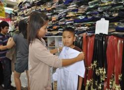 ผู้ผลิตชุดนักเรียนร้องขอปรับราคา