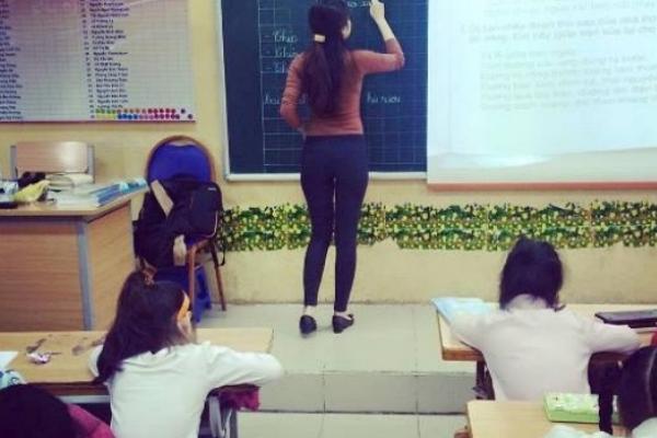 คุณครูคนนี้มีแต่คนอยากรู้จัก IG ของเธอมีสาวกกว่าแสน