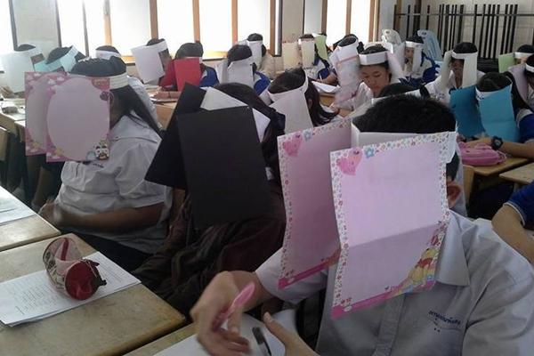 """คุณครูไทยหยิบไอเดียสุดเก๋ """"หมวกซื่อสัตย์"""" กันลอกข้อสอบ"""